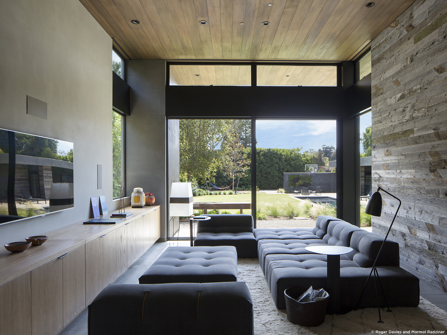 10 Beautiful Living Room Design by Marmol Radziner