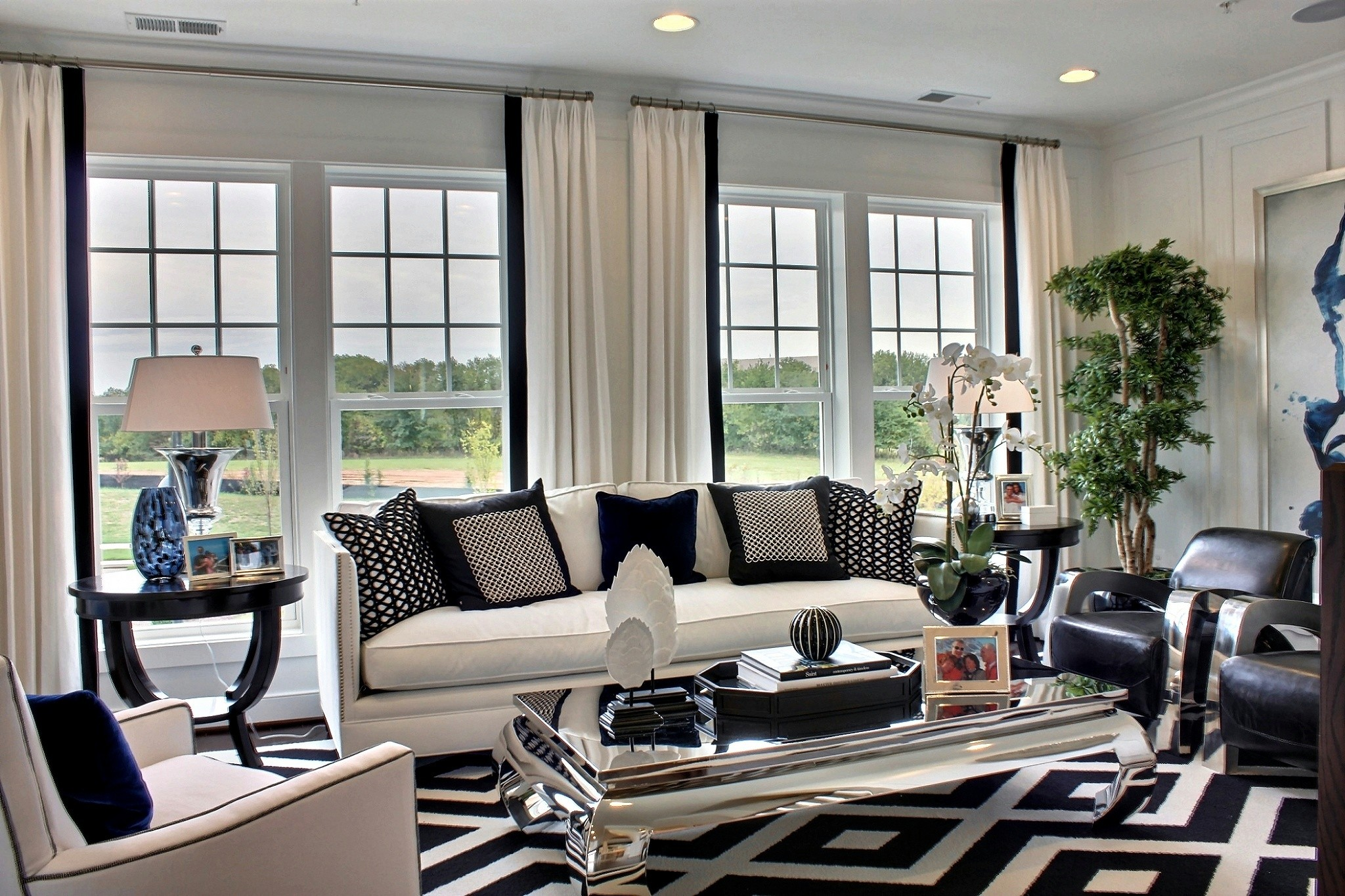 Best of black and white modern living rooms for Living room ideas white