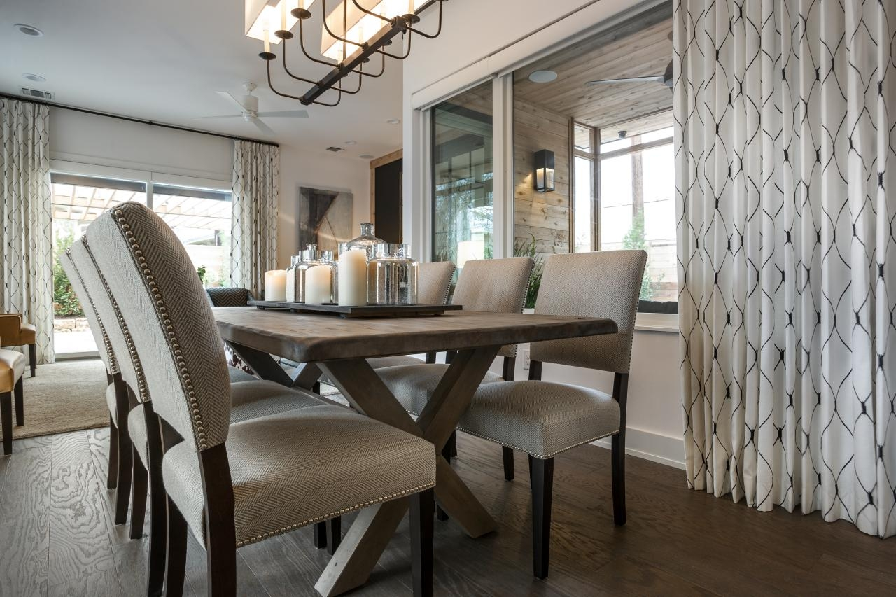 Spring decor trends for your dining room set for Modern farmhouse dining chairs