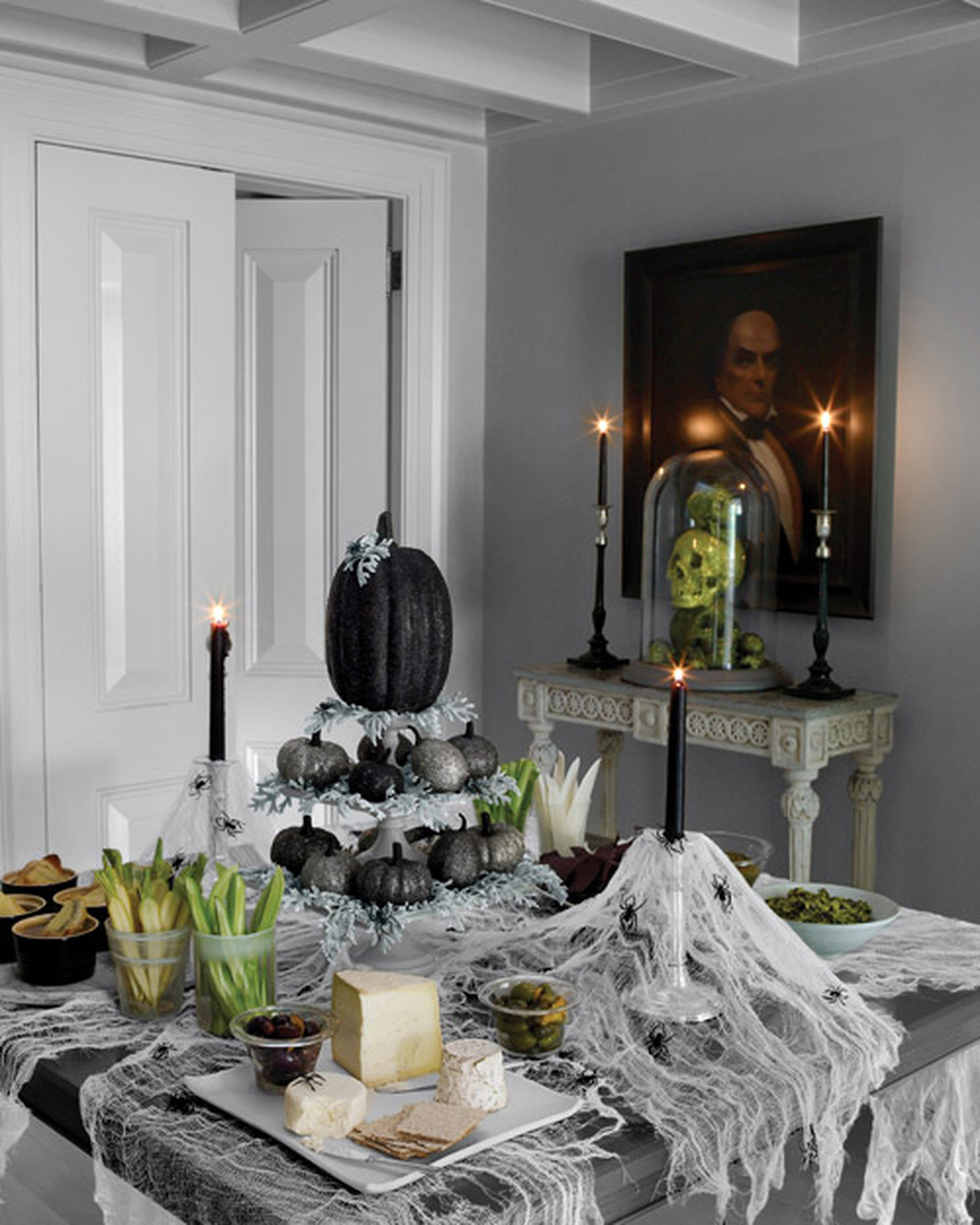 The best dining tables d cor for halloween for Haunted dining room ideas