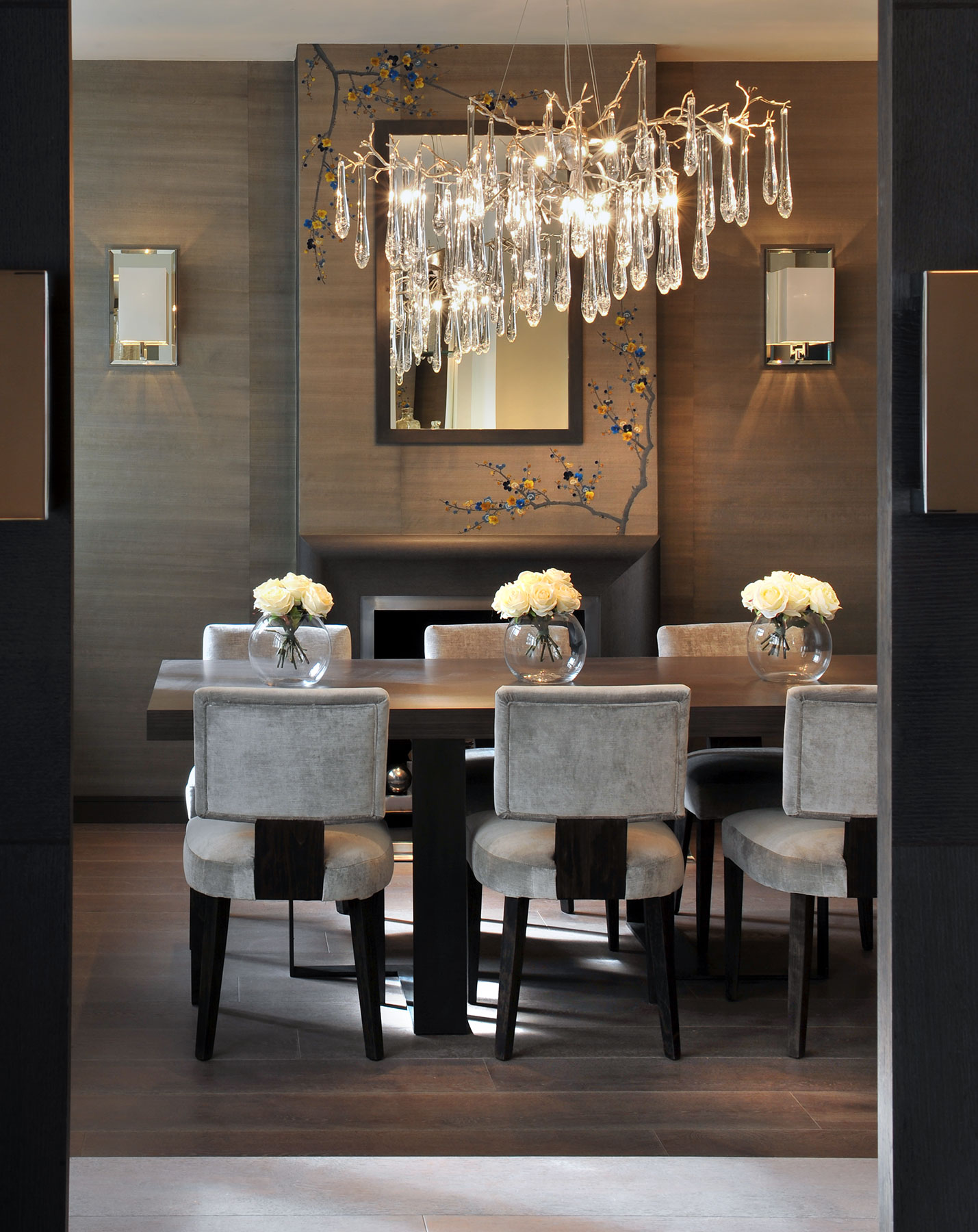 The Best Luxury Chandeliers for Your Living Room Luxury Chandeliers The Best Luxury Chandeliers for Your Living Room The Best Luxury Chandeliers for Your Living Room3