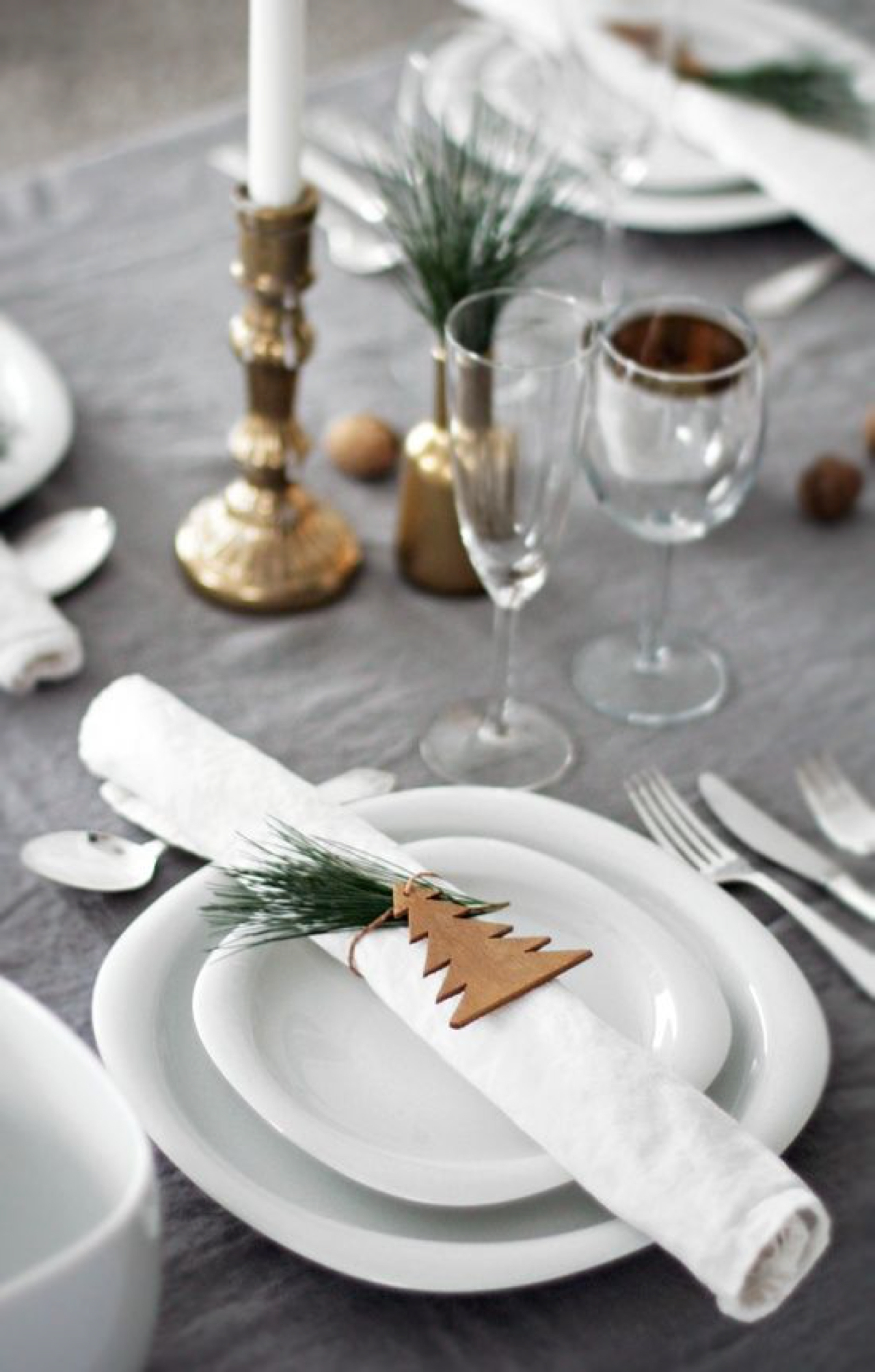 10 Gorgeous Table Settings for Christmas that you Will Love table settings for christmas 8 Gorgeous Table Settings for Christmas that you Will Love 10 Gorgeous Table Settings for Christmas that you Will Love3