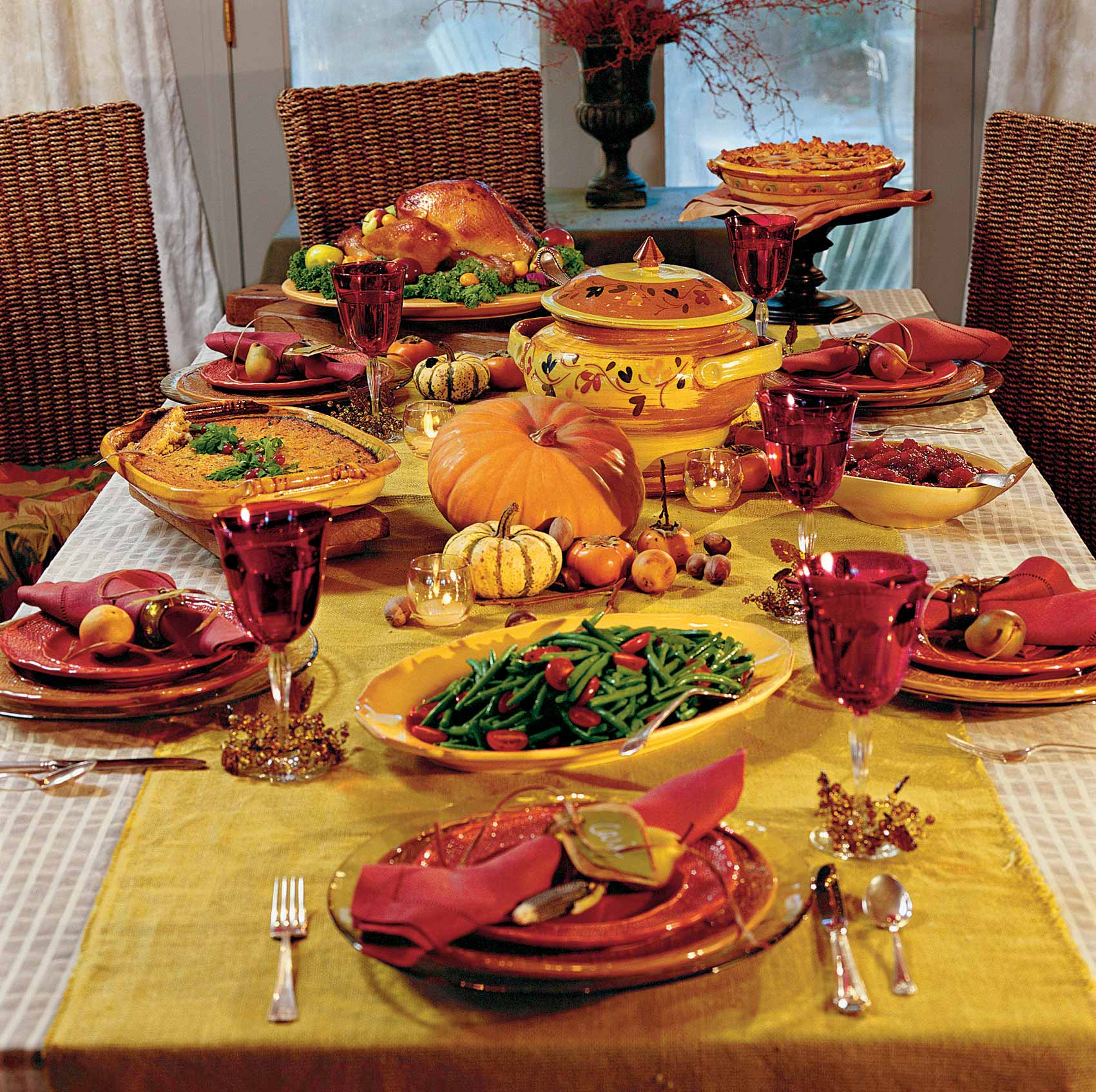 10 Stylish Ways to Decorate your Dining Table for Thanksgiving  Dining Table for Thanksgiving 10 Stylish Ways to Decorate your Dining Table for Thanksgiving 10 Stylish Ways to Decorate your Dining Table for Thanksgiving