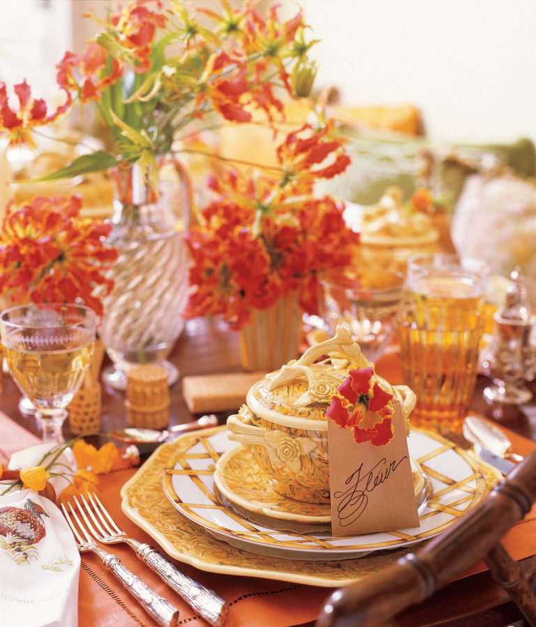 10 Stylish Ways to Decorate your Dining Table for Thanksgiving  Dining Table for Thanksgiving 10 Stylish Ways to Decorate your Dining Table for Thanksgiving 10 Stylish Ways to Decorate your Dining Table for Thanksgiving9