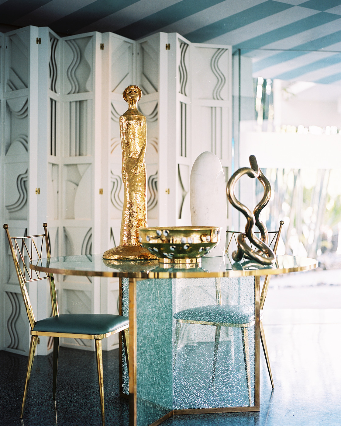How to give elegance to dining rooms with kelly wearstler style for Kelly wearstler interior design