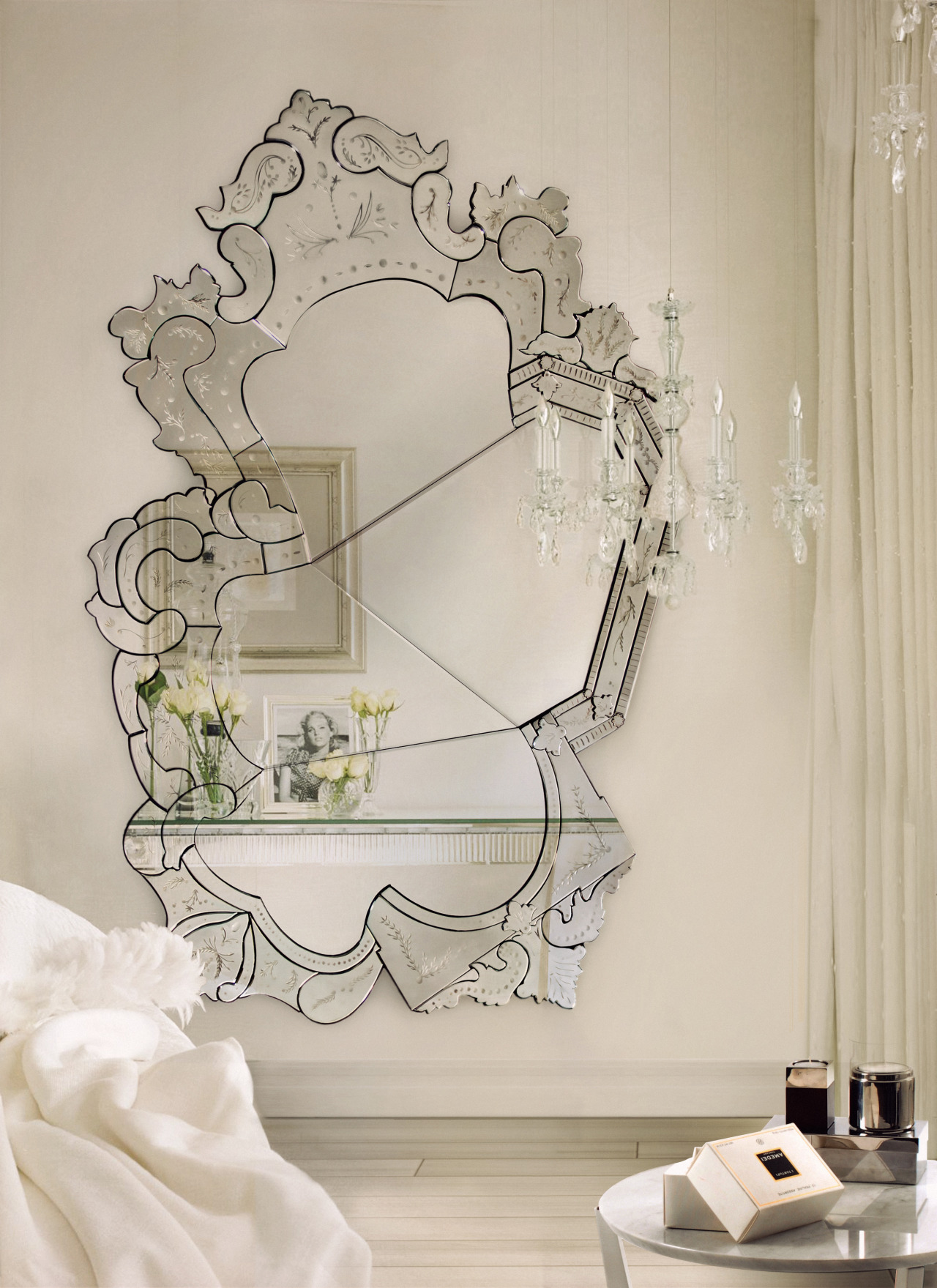 Fashioned Living Room Furniture: The Most Beautiful Wall Mirror Designs For Your Living Room