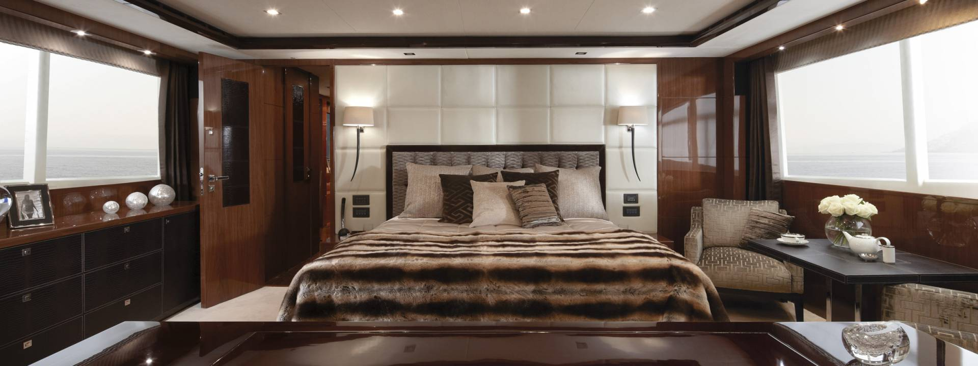 Get Inside This Luxury Yachts with Gorgeous Interiors luxury yachts Get Inside This Luxury Yachts with Gorgeous Interiors Get Inside This Luxury Yachts with Gorgeous Interiors6