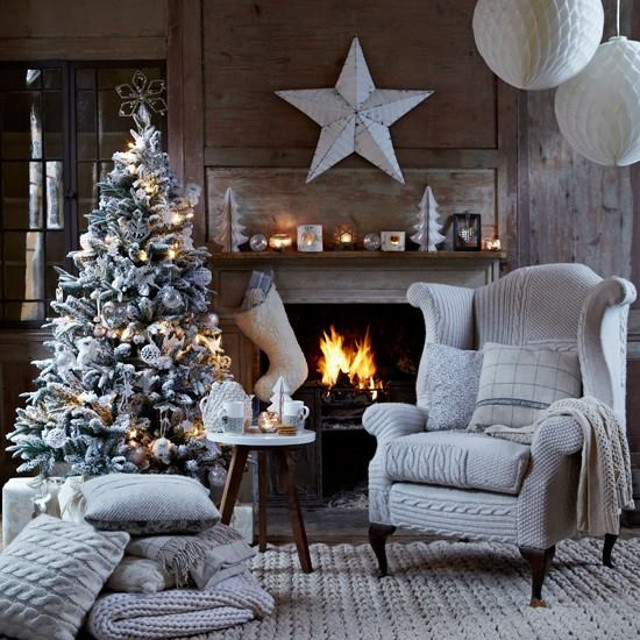 Gorgeous Living Rooms to Get Inspired for your Christmas Decor christmas decor Gorgeous Living Rooms to Get Inspired for your Christmas Decor Gorgeous Living Rooms to Get Inspired for your Christmas Decor2