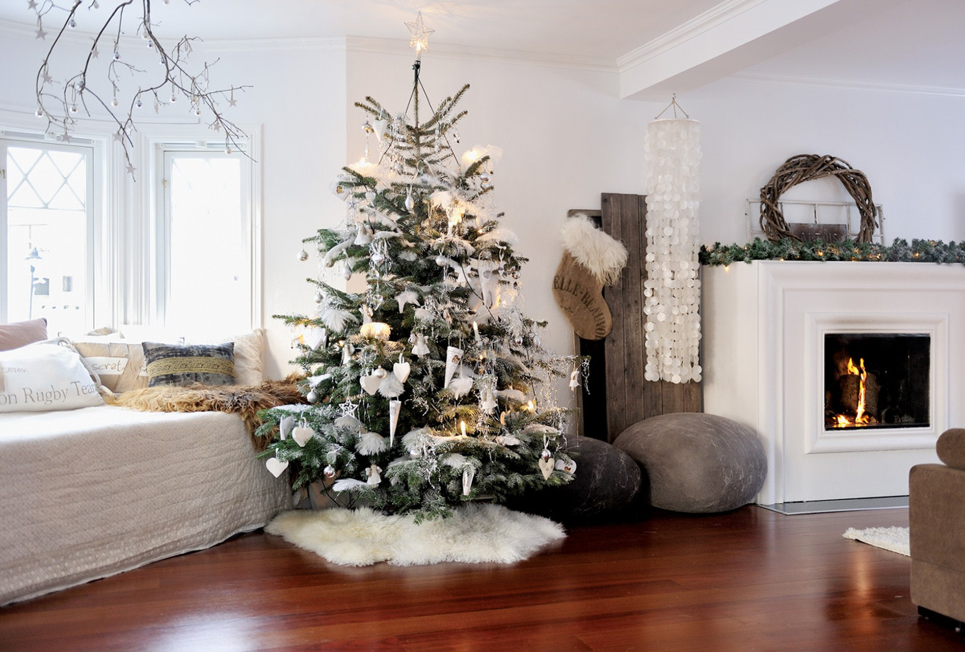 Christmas decor Gorgeous Living Rooms to Get Inspired for your Christmas Decor Gorgeous Living Rooms to Get Inspired for your Christmas Decor3