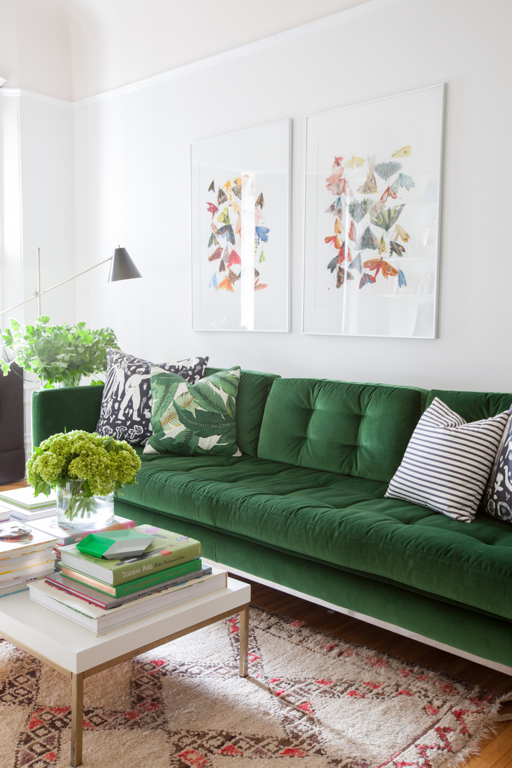 Colorful Sofas in your Living Room 8 Different Ways to use Colorful Sofas in your Living Room 8 Different Ways to use Colorful Sofas in your Living Room5
