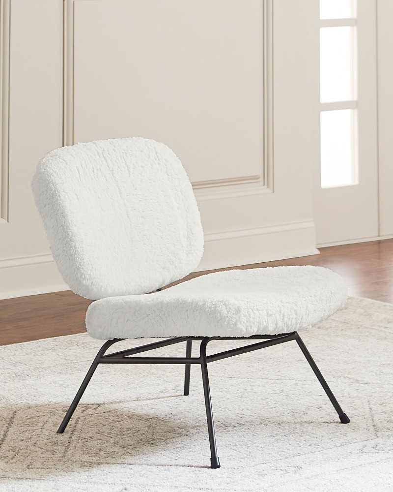 7 Best Upholstered Chairs for Living Room upholstered chairs for living room 7 Best Upholstered Chairs for Living Room Upholstered Chair Living Room 1