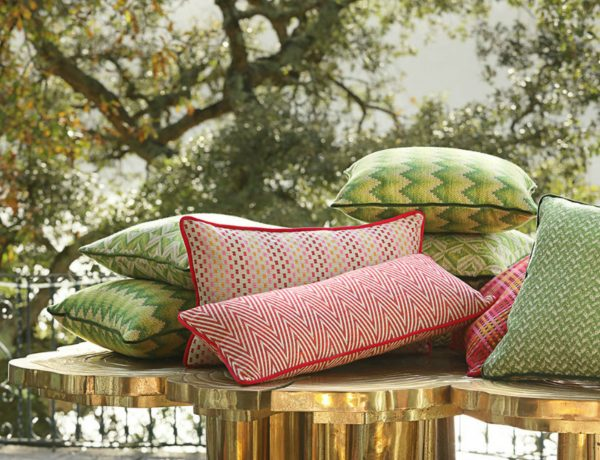 decorative pillows 7 Mesmerizing Decorative Pillows for an instant Living Room Makeover Pillows 600x460